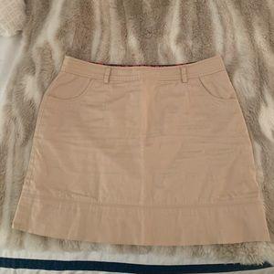 Vineyard Vines Khaki skirt, size 8!!Good condition